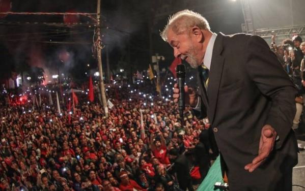 Foto De Manifestação Com Lula